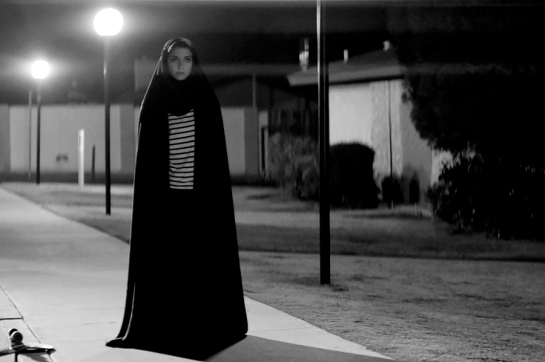 A Girl Walks Home Alone at Night (2014) 03