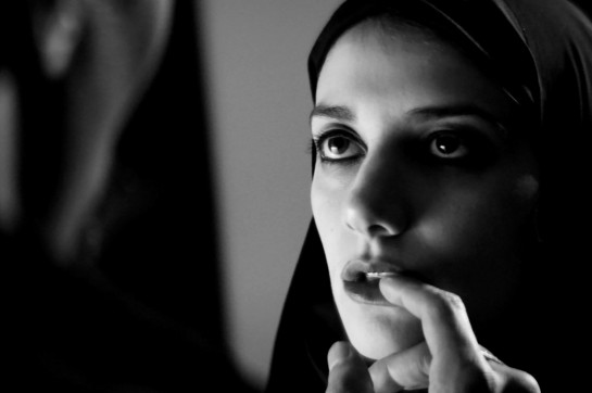 A Girl Walks Home Alone at Night (2014) 04