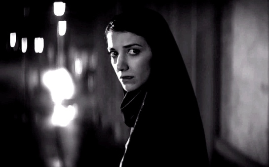 A Girl Walks Home Alone at Night (2014) 06