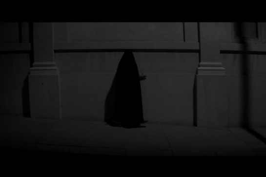 A Girl Walks Home Alone at Night (2014) 08