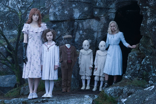 """DF-07907 - Meet some of the very special """"Peculiars"""" - Left to right: Olive (Lauren McCrostie), Bronwyn (Pixie Davies), Millard (Cameron King), the twins (Thomas and Joseph Odwell) and Emma (Ella Purnell). Photo Credit: Jay Maidment."""