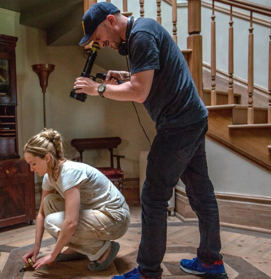 mother! Jennifer Lawrence and Director Darren Aronofsky on set